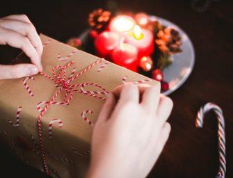 Cadouri de Crăciun pentru EA: idei originale prin care să-ți surprinzi iubita în cel mai frumos mod