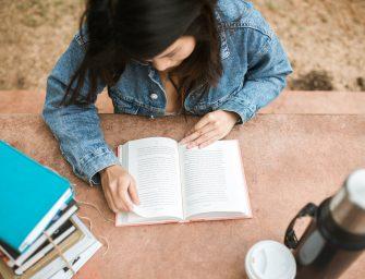 12 cărți de dragoste pentru adolescenți: recomandări romantice pentru young adults